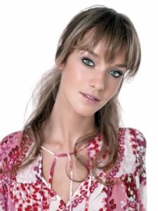 colour high-key studio portrait of Eline for Maxi magazine editorial